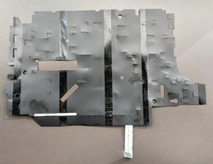 図7.黒い絶縁シートの接着面側