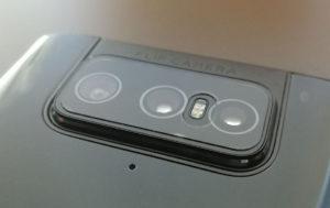 図4.Flip Cameraに装着した保護ガラス