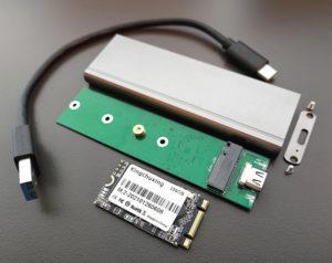 図06.中華M.2 SSDとエンクロージャ